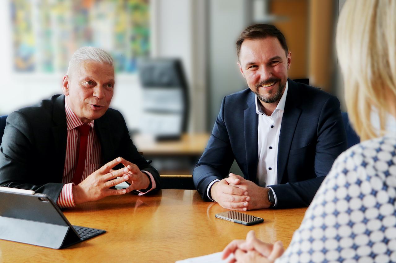 Andreas Rieger, Unternehmenssprecher und Dirk Alexowitz, Referent Kapitalmärkte
