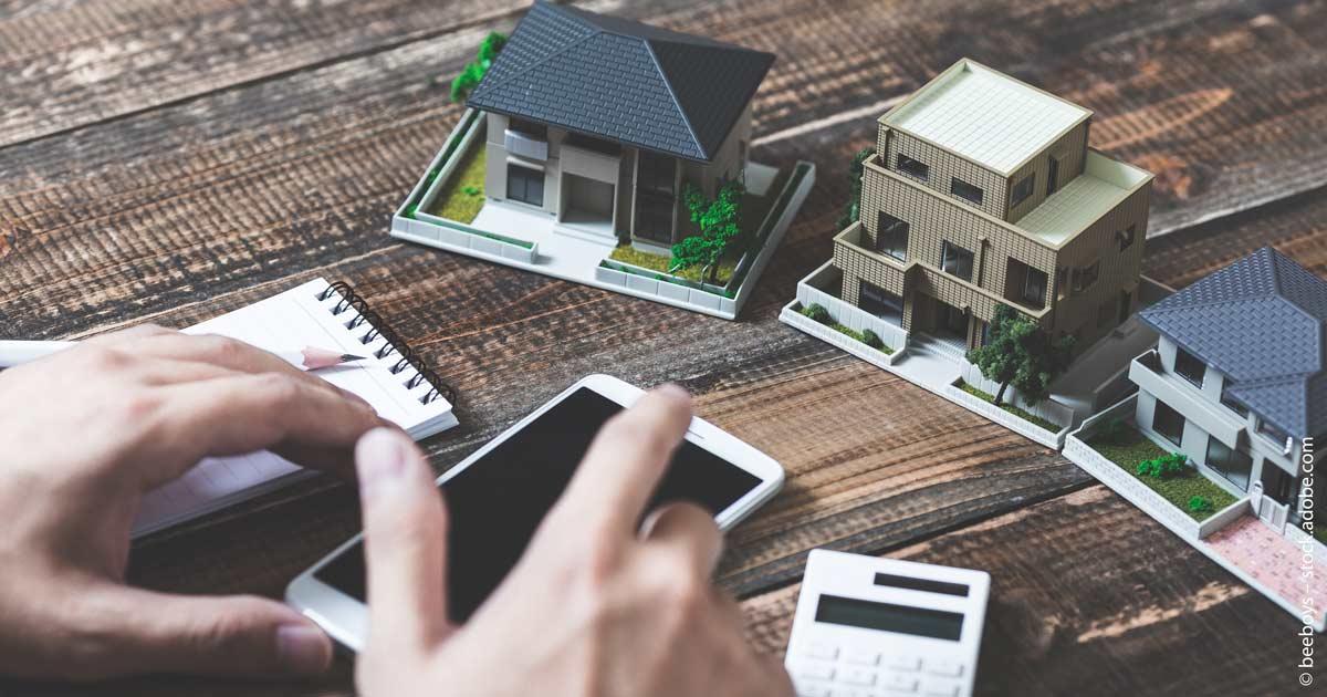 Bei Immobilien sollten Sie die Risiken ausgiebig überprüfen.
